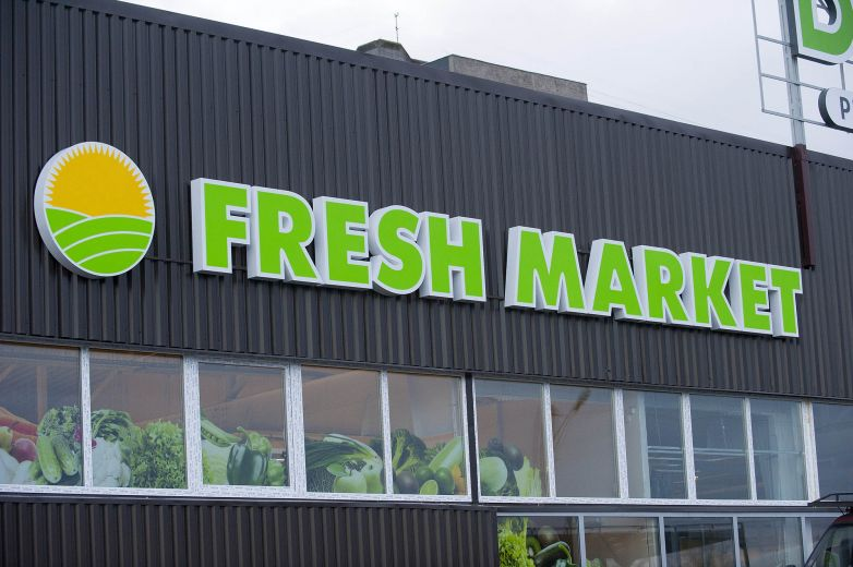 "Aluminum channel letters ""Fresh market"""