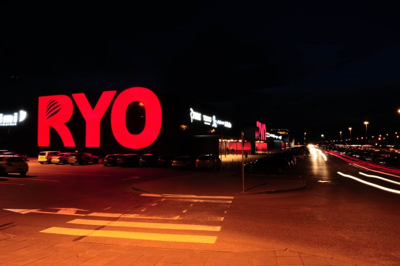 "Exclusive big letters ""RYO"""